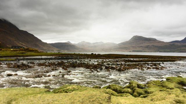 Naderend onweer boven Loch Torridon