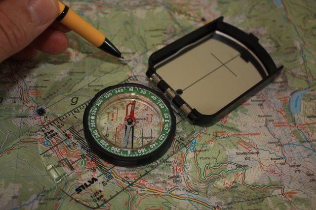 Plaatkompas vs spiegelkompas